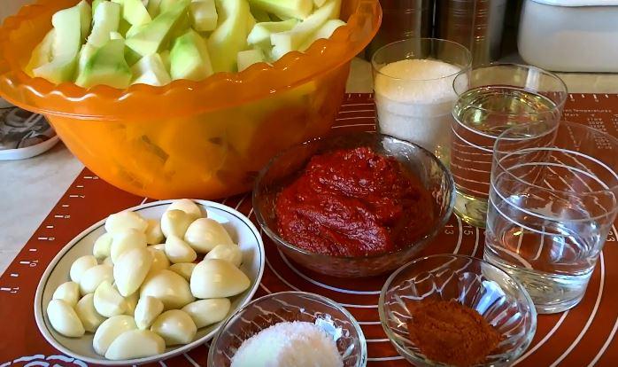 Рецепты аджики в домашних условиях из помидор, кабачков, яблок