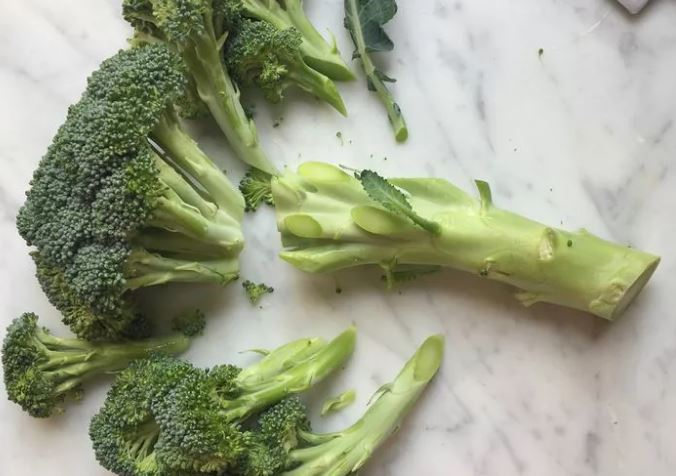 Брокколи в сметане с чесноком: рецепт и фото