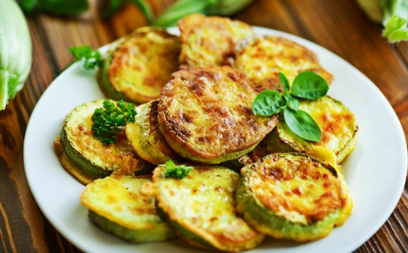 Кабачки жареные на сковороде — быстрые и вкусные рецепты приготовления кабачков