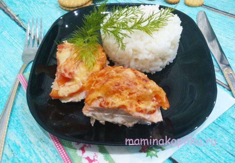 Горбуша запеченная в духовке с сыром и помидорами